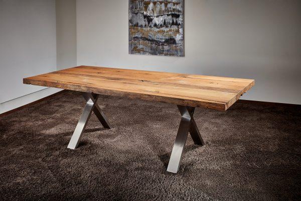 Esstisch aus Altholz, upcycled, geölt, mit Naturkante, 5 – 7 cm stark, nachhaltig und einzigartig Tischbeine Edelstahl, X-Form