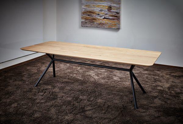 Esszimmertisch mit Schweizer Kante Eiche hell Rohholzeffekt Tisch-Gestell schwarz